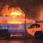 Een E-One Titan-crashtender bij de brand in Moerdijk. (foto: Ministerie van Defensie)